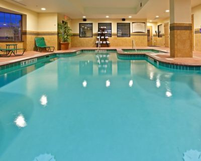 Equipped Suite Just 15 minutes from Indianapolis International Airport | Pool + 24h Gym - Downtown Indianapolis