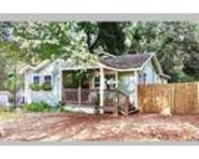 COZY 2BR 2BA HOME W/ROCKING CHAIR FRONT PORCH, Charlotte, NC