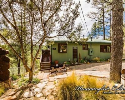 River Ridge Retreat: 'Romantic and well appointed' With hot tub. Pet friendly. - Ruidoso