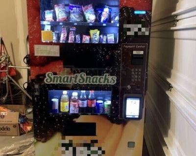 2017 Seaga Natural Combo Snack & Drink Healthy Vending Machine For Sale in Colorado!