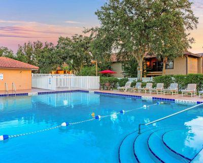 Comfy Condo w/ Complex Outdoor Pool, WiFi, Playground & More! - Solivita