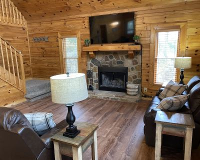 New! Bear Ridge Smart Cabin with loft and private Hot Tub, King Bed. Sleeps 9. - Sevierville