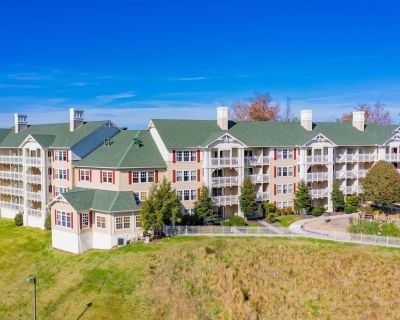 Spacious Townhome w/ Resort Indoor & Outdoor Pools, 3 Hot Tubs, WiFi & More! - Pigeon Forge