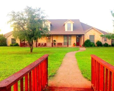 454 Cattlebaron Parc Dr, Fort Worth, TX 76108