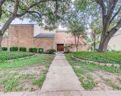 1603 Warwickshire Drive, Houston, TX 77077