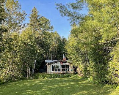 CEDAR CABIN: West Facing Lakefront 4-Season Cabin (1hr from CN Tower) - Uxbridge