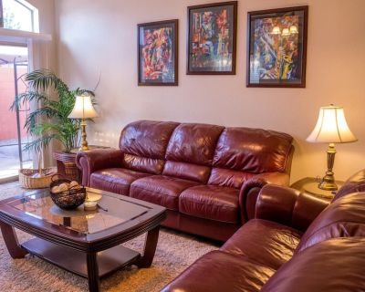 Completely updated, artfully decorated with unique touches. Elegant and comfy - Northeast Heights