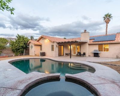 Tranquil Desert Getaway Home with Pool and Spa - Desert Hot Springs