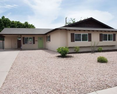 5 Minutes from Old Town Scottsdale/Spring Training! *NEW* - Scottsdale Estates Eleven