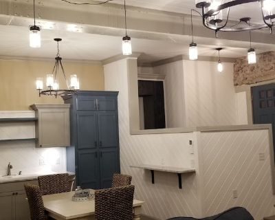 2 bed 2 bath luxury apartment located in former 1920's Chevy Dealership - Mountain Home