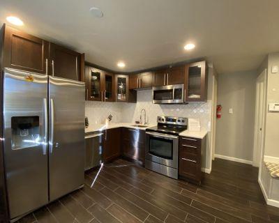 Cozy Duplex in a Convenient Location by Cherry Creek, Virginia Village, Glendale - Virginia Village