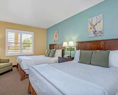 Near Disney - 1BR with Two Queen Beds - Pool and Hot Tub! - Orlando