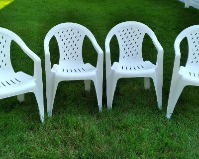 PATIO/POOL WHITE RESIN STACK CHAIRS