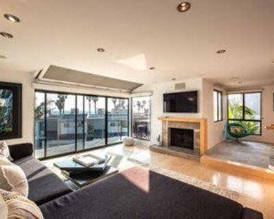 28 Sea Colony Dr, Santa Monica, CA 90405 2 Bedroom Condo