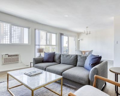 Chic West Hollywood 1BR w/ Pool, near Beverly Center, by Blueground - West Hollywood