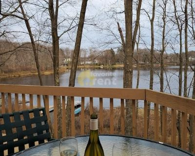5 bedrooms spacious lakefront home Gouldsboro