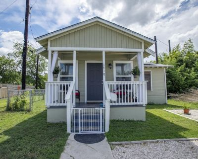 Pet Friendly, Solar Two Bedroom House - Beacon Hill