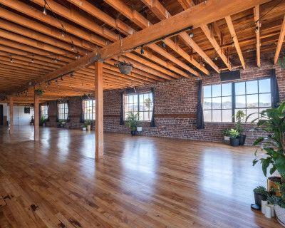 Open and urban Yoga Studio in the heart of San Francisco, San Francisco, CA