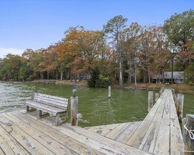 Mallard Point Cottage - Relaxing Waterfront Home, Kayaks, Bikes, Pet-Friendly! - McDaniel