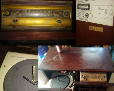 1952 Silvertone Phonograph and FM/AM Console