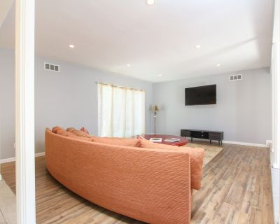 Fully furnished, 2050 Sq foot 4 bedroom, dining, large living room,den&Jacuzzi - Chatsworth