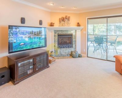 Tahoe Vista, 3 bedrooms gorgeous lakefront townhome