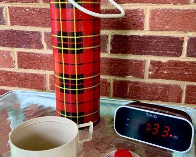 Vintage 73' 1 QT Thermos Red Black Plaid