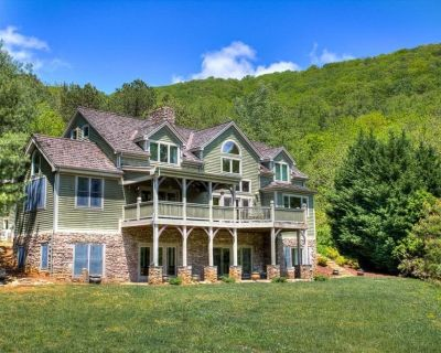 Pine Hollow - an Asheville Luxury timber-frame home w/Hot Tub; weddings, more - Awesome! - Fairview