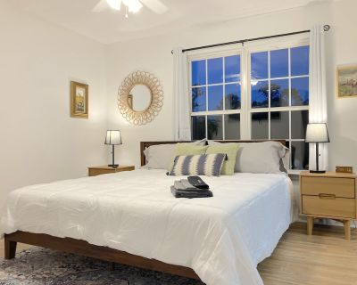 Cozy townhome with TWO KING and ONE QUEEN Beds - Cartersville