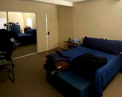 Private room with shared bathroom - Downey , CA 90242