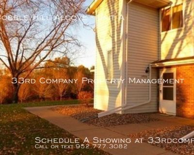 Great Woodbury Location - 2 Bed/2 Bath Townhome!