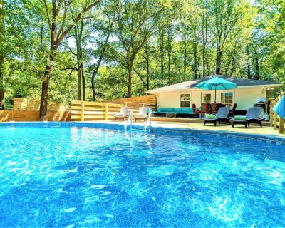 Modern Contemporary 3 bdrm (4 beds) House with HotTub&BBQ!*SUMMER:PrivatePool - North Decatur