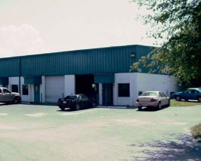 3,000 ft. warehouse, office, bathroom for rent, clean, no automotive.