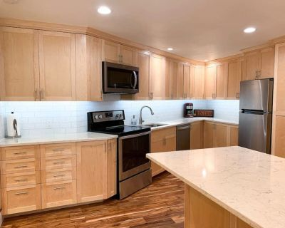 Clean, Modern Guest Suite in the Hills with Large Kitchen and Private Deck - Western