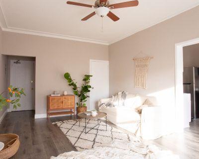 Beautiful Studio Apartment In the Heart of Westlake!