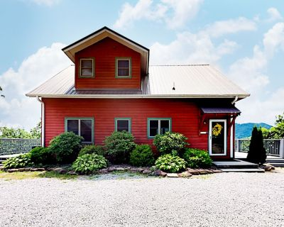 Mountaintop Home With Wraparound Deck, Pool Table, Fireplace & Hot Tub - Hendersonville