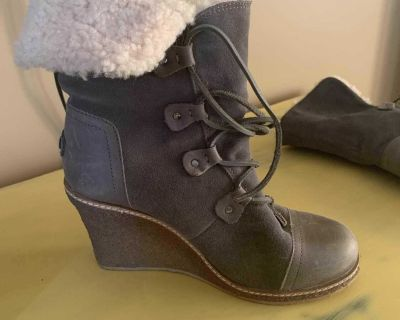Authentic from USA UGG luxe grey wedge sheepskin lining size 8
