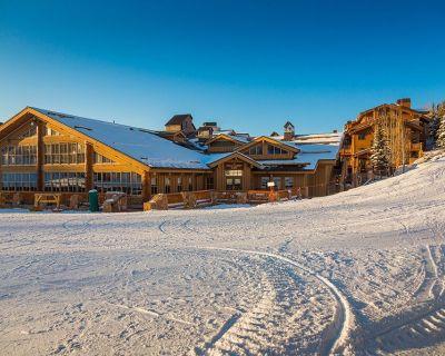 Next to Silver Lake Plaza w/ski-in, ski-out to Homestake ski run, decorated 2014 - Park City