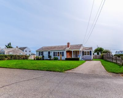 Classic, light-filled home w/ large yard & grill - walk to West Dennis Beach! - West Dennis