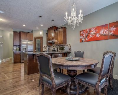 Family friendly 4 bedrooms duplex at the foothills of Rocky Mountain - Springbank Hill