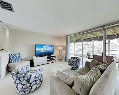 Oasis on Canal | Boat Dock & Large Florida Room | 10 Minutes to Beach - Caloosahatchee