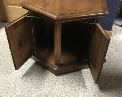 Maple Octagon End Table / Side Table by Heywood Wakefield