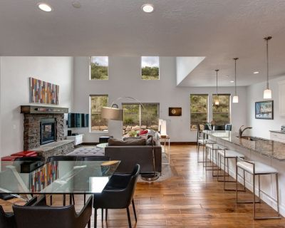 Retreat 1113 by Moose Management-Modern-Smart TV's -Pvt Hot Tub -Pool-A/C - Heber City