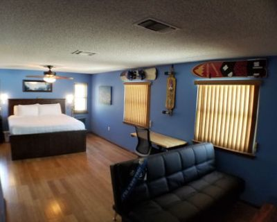 private master room, king bed, in Non-smoking home
