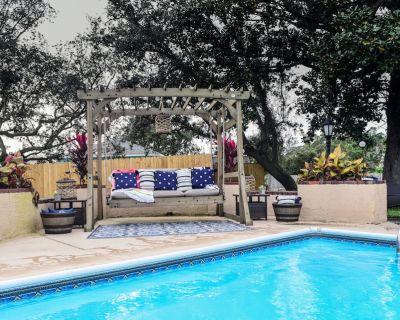 Pet-Friendly Loft Apartment: Pool, Hot Tub, King Bed near Pensacola Beach! - Santa Rosa County