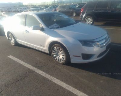 Salvage White 2012 Ford Fusion