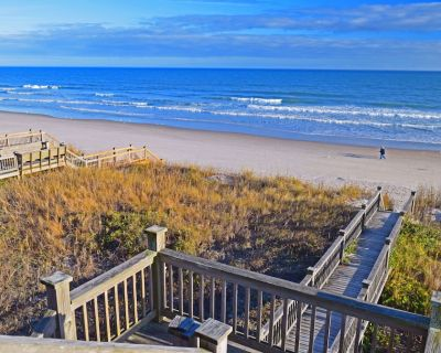 Ocean-Front 6BR/5BA with hot tub! - Surf City
