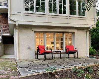 Beautiful 1 bed/1 bath garden apt w/ private patio - 10min to National Mall, DCA - Arlington Ridge