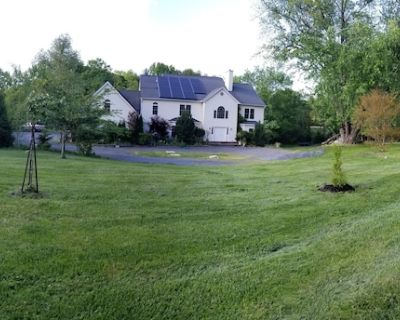 Spacious Amazing top Rated Secluded Centrally Located 1BR Villa on 2+ Acres Land - Darnestown