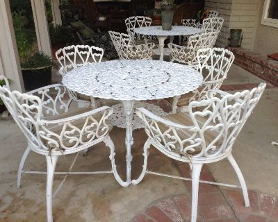 Patio set, round table, 4 chairs. Cast aluminum, white.